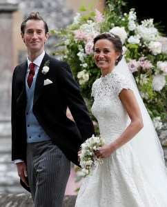 2cb488836efc Γάμος Πίπα Μίντλετον  Το πρώτο φιλί! Φρενίτιδα για τον γάμο της χρονιάς! –  Έφτασε στην ώρα της η Pippa Middleton στην εκκλησία και παντρεύτηκε τον ...